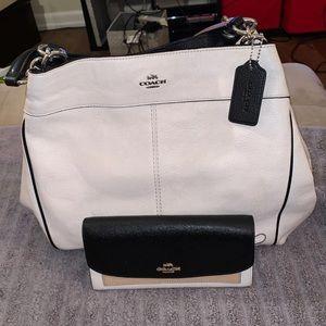 Womans Coach Shoulder Bag/Wallet